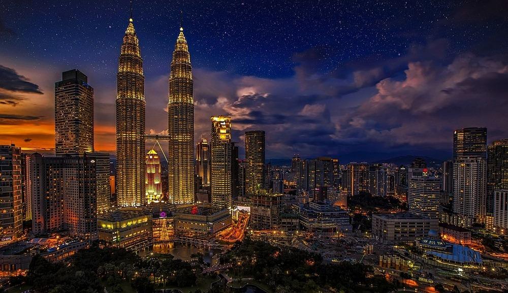 panorama-miasta-noca